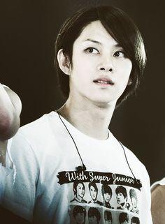 He's even prettier than girl xD love u heechul