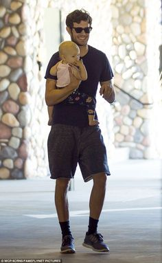 Proud papa: Adam Brody smiled happily as he carried his one-year-old daughter… Leighton Meester Adam Brody, Youtubers, New Cinema, The Oc, One Year Old, Love Her Style, Actor Model, Celebrity Couples, Moda Masculina