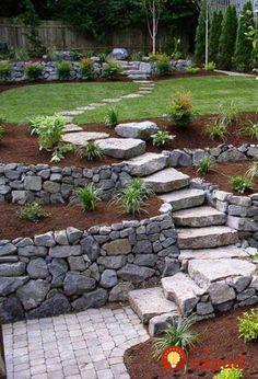 Máte v záhrade svah? Neuveríte, ako veľmi môžete zmeniť váš pozemok, len tým, že na ňom vybudujte schody!