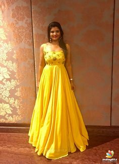 Aishwarya Rajesh Photos [HD]: Latest Images, Pictures, Stills of Aishwarya Rajesh - FilmiBeat Indian Gowns Dresses, Indian Fashion Dresses, Frocks And Gowns, Simple Dresses, Trendy Dresses, Long Dresses, Lace Gown Styles, Ikkat Dresses, Long Dress Design