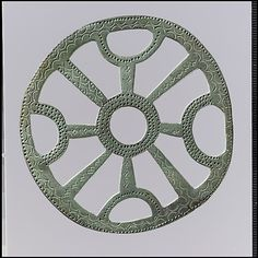 Openwork plaques were hung from a belt by a strap. Such useful objects as combs, keys, or amulets would then be suspended from the plaque by chains or strings Viking Jewelry, Ancient Jewelry, Water Artists, Cocoon, Early Middle Ages, Medieval Art, Medieval Crafts, Classic Image, Prehistory