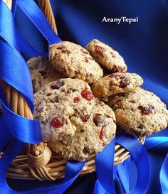 Egyszerű, omlós, sokáig eltartható keksz, ami csokit és aszalt gyümölcsöt rejt. Hozzávalók 20 db kekszhez: *25 dkg liszt *10 d...