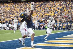Kevin White grabs an amazing touchdown catch in WVU's upset of No. Wvu Football, College Football, Virginia Sports, Beast Of The East, West Va, West Virginia University, Take Me Home, Im In Love, Photo Credit