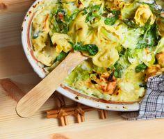 Pasta i ugn är mångas favorit - med detta enkla recept kan du prova byta ut den klassiska lasagnen mot en gratäng av tortellini! Tortellinigratäng passar både barn och vuxna.