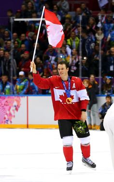 Pin for Later: 19 Reasons Chicago Blackhawks Captain Jonathan Toews Should Be Your Hockey Crush And He's Won Multiple Olympic Golds For Team Canada Chicago Blackhawks Players, Hockey Players, Jonathan Toews, Sidney Crosby, Ice Hockey, Olympic Games, Olympics, Athlete, Celebrities