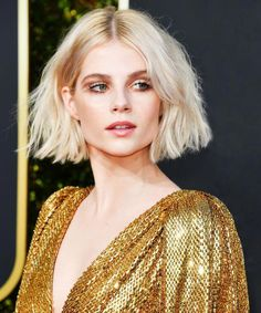 Chic Gray Blunt Haircut - 50 Spectacular Blunt Bob Hairstyles - The Trending Hairstyle Cute Bob Haircuts, Asymmetrical Bob Haircuts, Long Bob Hairstyles, Haircut Bob, Beach Hairstyles, Haircut Styles, Pixie Haircuts, Formal Hairstyles, Braided Hairstyles