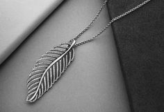 feather necklace | PANDORA Want this so badly
