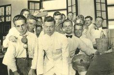 Murid-murid kelas Kimia di HBS Bandoeng (Sekarang SMA 5 Bandung_ circa 1923-1925