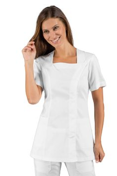 Achetez cette tunique médicale blanche pas chère manches courtes de ISACCO, vendue sur la boutique en ligne mylookpro.com dans la catégorie Tuniques manches courtes. Féminine, confortable, légère, elle possède un très bon rapport qualité/prix.