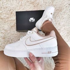Dr Shoes, Cute Nike Shoes, Swag Shoes, Cute Nikes, Hype Shoes, Beige Nike Shoes, Shoes Sneakers, Adidas Shoes, Summer Sneakers