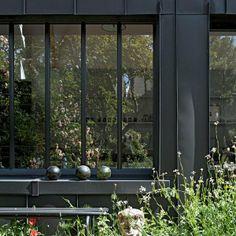 un atelier de rencontres artistiques dans une ancienne grange normande (Vincent Leroux / Temps Machine)