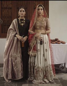 Best Trendy Outfits Part 11 Pakistani Couture, Pakistani Dress Design, Indian Couture, Pakistani Outfits, Indian Outfits, Punjabi Fashion, Indian Bridal Fashion, Asian Fashion, Indian Attire
