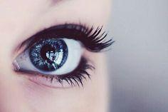 Réveille toi et ne regardes pas derrière toi. Laisse le passé et ne penses qu'au présent.