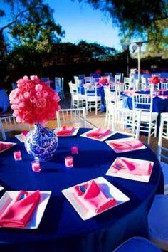 Decoração de casamento azul e rosa é uma combinação alegre, moderna, marcante e divertida. Combina tanto com casamentos diurnos quanto noturnos!