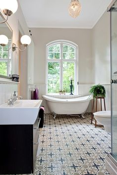 Look at that floor! Stunning. #staging #bathroom