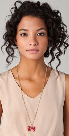 LOVE this hair!!  If only I could figure out how to style my hair so it looks just like this.. So pretty too!!