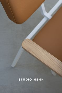 Create your dream interior with these customisable Dutch Design dining chairs. Choose your favourite upholstery and create a chair with or without oak armrests for your ultimate comfort. Discover the collection online now. #studiohenk #diningchair #chairdesign #oak #furniture #interiorinspiration #dininfroom #slowliving #colourpop #dutchdesign #interior