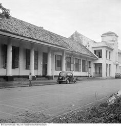 Cas Oorthuys/ Koloniale architectuur in voormalige Batavia, nu Jakarta, Indonesië (1947)