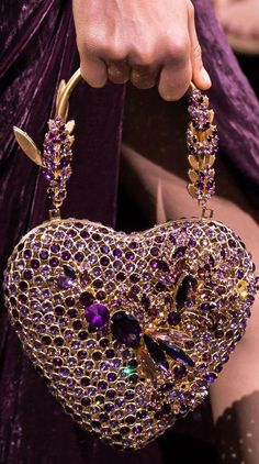 Ladies bags fall Elie Saab Fall 2016 Couture My beautiful irredescent Heart Purse Purple Love, All Things Purple, Purple Stuff, Fashion Bags, Fashion Accessories, Fashion Plates, Fashion Fashion, Grunge Fashion, Fashion Details