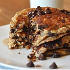 """"""". CHOCOLATE CHIP OATMEAL COOKIE PANCAKES . By @MinimalistBaker please visit Dana at www.minimalistbaker.com❤️ link in her bio  1 very ripe medium banana…"""""""