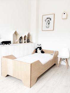 Chambre enfant esprit scandinave, blanc et contreplaqué clair | Scandinavian style kid's bedroom, White and plywood