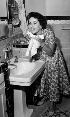 Rare Photos of Elizabeth Taylor - Candid Style Images of Liz Taylor
