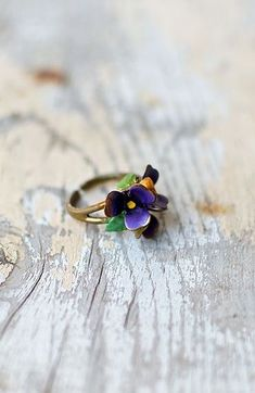 Vintage 1960s metal ring with trio of tiny flower cluster on top painted in purple enamel