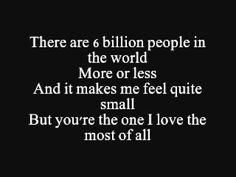 Nine million bicycles - Katie Melua - Ik vind het een prachtig nummer die je eigenlijk niet moet asocieren met een overlijden, maar het nummer leent zich er wel voor, mede door de tekst en de prachtige ingetogen stem