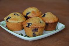 Protein-Packed Kodiak Blueberry Muffins You've heard of the Cookie Monster? My husband is the Protein Monster. He loves coaching Crossfit, l. Kodiak Cake Muffins, Kodiak Cakes, Muffin Recipes, Cake Recipes, Ww Recipes, Macro Recipes, Macro Meals, Skinny Recipes, Recipies