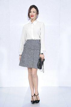 Gwiazdy na pokazach haute couture wiosna-lato 2014 w Paryżu: Olga Kurylenko na prezentacji Chanel, fot. serwis prasowy