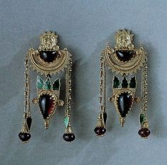Ancient Greek earrings with garnets, granulation