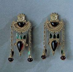 Ancient Greek earrings with garnets, granulation