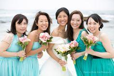 ブライズメイド・コットンボイル・フリルベアドレス。軽さのあるコットンボイルと大きなフリルがキュートなグリーンドレス。5wayショートドレス・クレープシフォン(シーサイドブルー) 「Eric + Aya Photo By Christy Tyler Photography」 #Bridesmaid #Dress #Green #Blue #Wedding #Beach