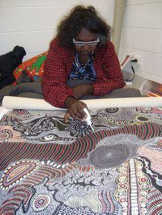Anna Pitjara Petyarre at work