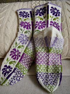 "Socks ""Asters"" Knitting Socks, Knit Mittens, Hand Knitting, Knit Socks, Lots Of Socks, Cosy Socks, Silly Socks, Crochet Socks Pattern, Fair Isle Knitting Patterns"