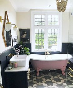 Modern Bathroom Decor Ideas Match With Your Home Design Style Bad Inspiration, Bathroom Inspiration, Victorian Bathroom, Deco Design, Beautiful Bathrooms, My New Room, Bathroom Interior, Bathroom Furniture, Diy Furniture