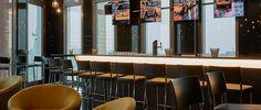 Bar 11 im Hyperion Hotel Hamburg mit Panoramablick zur Elbe mit Hafencity