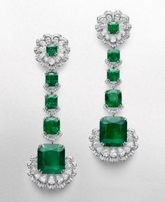 Get ready to fall in love with these mind-blowing Chopard Haute Joaillerie earrings set with diamond Emerald Jewelry, High Jewelry, Jewelry Accessories, Jewelry Design, Unique Jewelry, Jewellery, Indian Wedding Jewelry, Bridal Jewelry, Ring Watch