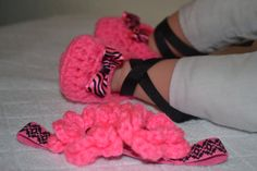 Ballerina booties and headband by BellasBabyTreasures on Etsy, $10.00