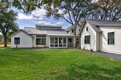 modern-farmhouse-design-time-brown-architecture-24-1-kindesign