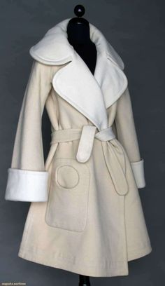 Pierre Cardin Couture Coat, Augusta Auctions, November 2013 - NYC, Lot 215 Off white always the best choice for a summer Seventies Fashion, 70s Fashion, Vintage Fashion, Pierre Cardin, Dior, French Fashion Designers, Clothing And Textile, Swing Coats, Historical Clothing