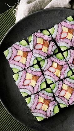 Recipe with video instructions: This beautiful square mosaic sushi deserves to be framed in a food art museum. Ingredients: 150 grams rice with 1 tablespoon sushi vinegar (for white sushi rice),. Japanese Food Sushi, Japanese Dishes, How To Make Sushi, Food To Make, Nigiri Sushi, Sashimi, Sushi Sushi, Sushi Love, Coleslaw