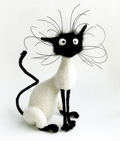 Kitten with head tilt - Needle felted cat showing underlying armature and finished cat. Needle felted cat showing underlying armature and finished cat. Needle Felted Animals, Felt Animals, Funny Animals, Wet Felting, Needle Felting, Silly Cats, Felt Cat, Felt Toys, Sock Toys