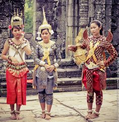 Cambodian girls in traditional costumes