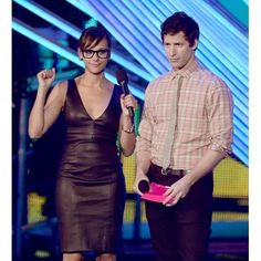 Rashida Jones and Andy Samberg at the 2012 MTV Video Music Awards in LA, September Comedy Events, Nerd Chic, Mtv Video Music Award, Music Awards, Rashida Jones, Andy Samberg, People Laughing, Girls With Glasses, Celebs