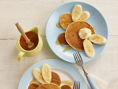 Your kids will love our hunny bunny banana pancake recipe. A hoppy twist to a traditional scotch pancake recipe Nutritious Breakfast, Eat Breakfast, Breakfast Recipes, Breakfast Ideas, Scotch Pancakes, Banana Pancakes, Toddler Meals, Kids Meals, Toddler Food