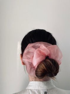 Unique Hairstyles, Hairstyles Haircuts, Pretty Hairstyles, Scrunchies, Velvet Scrunchie, Handmade Hair Accessories, Crafts For Girls, Hair Goals, Beauty Skin