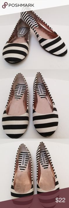 Steve Madden Shoes Steve Madden Shoes. Size 6M, fabric uppers and soles, lightweight, great summer shoes, easy slip on. EUC Steve Madden Shoes Flats & Loafers