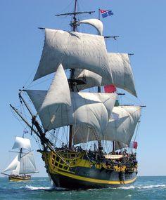 L'Étoile du Roy est la réplique d'une frégate corsaire du XVIIIe siècle ayant participé à la bataille de Trafalgar, le HMS Blandford. Il fut construit à Marmaris (Turquie) en 1996 sous le nom de Grand Turk