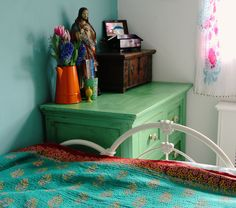 Granny Chic Decor, Beach Curtains, Kantha Quilt, Quilts, Indian Bedroom, Cotton Scarves, Retro Lamp, Beach Room, Wine Case